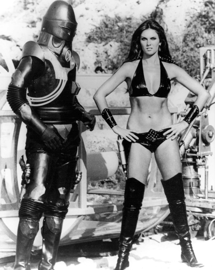 star-crash-caroline-munro-2